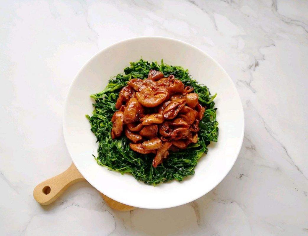 草头圈子: veggies (alfafa) with pig intestines.
