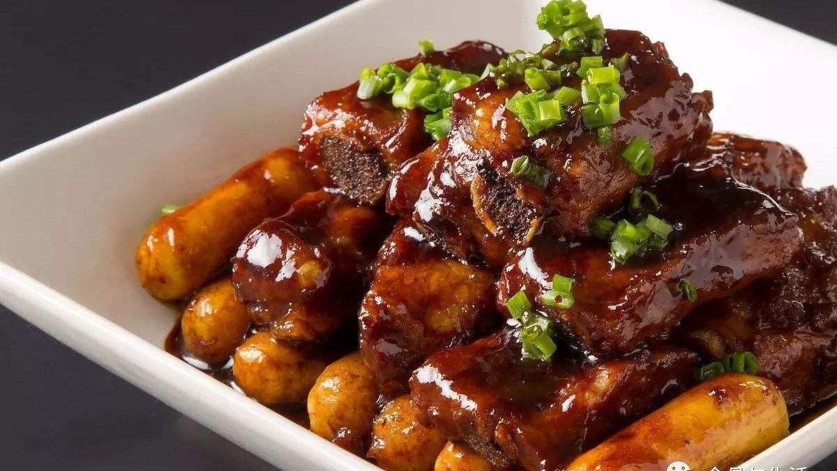 排骨年糕, pork chops with rice cake. Shanghai food.