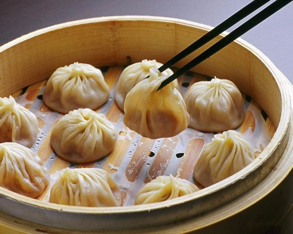 Shanghai Nanxiang soup dumplings: 上海南翔小笼包. The filling would likely be made of shrimp and meat.