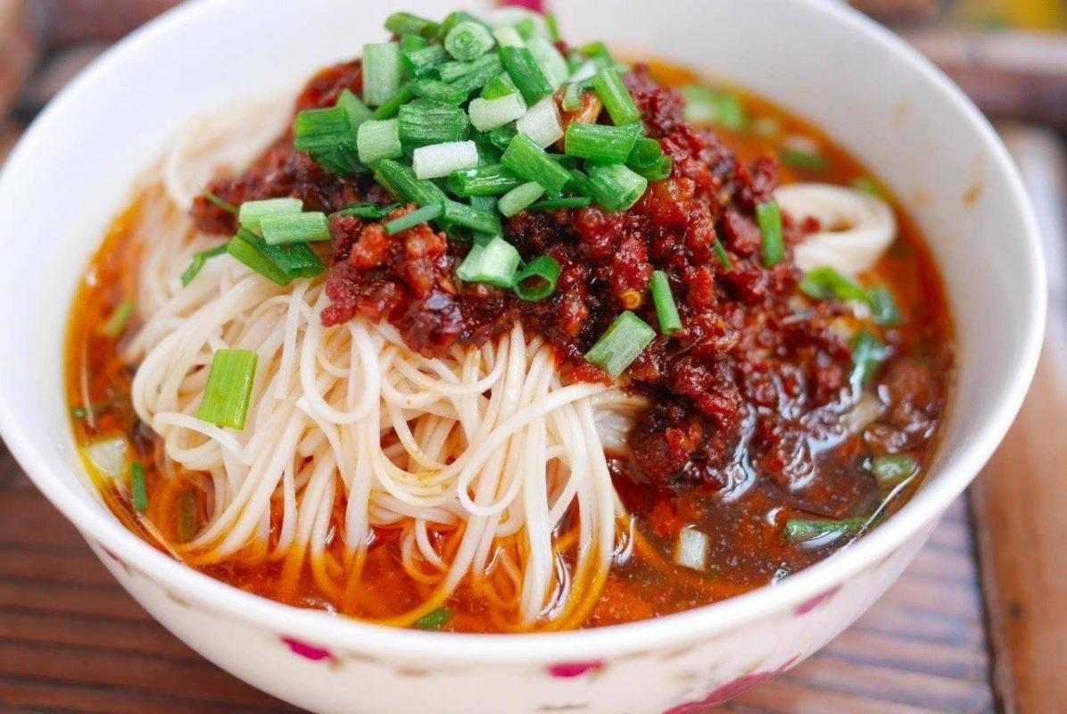 Shanghai spicy meat noodles: 上海辣肉面.